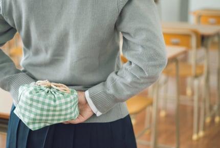 毎日母親が作ったお弁当を捨てている女子高校生。作る側は嫌だけれど、本音は……?