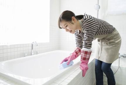 主婦がお風呂掃除に費やす時間は年間でどのくらい?お風呂場の床をキレイにするアイデアも