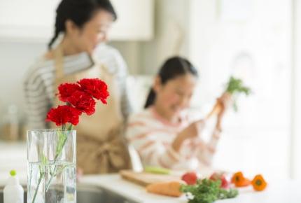 母の日なのに家族のために食事を作る!健気なママたちに拍手!