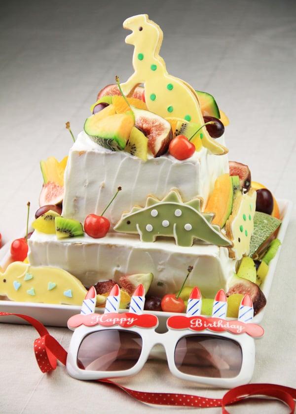 【子どもが喜ぶレシピ】恐竜の2段ケーキ 〜男の子の誕生日パーティーレシピ〜