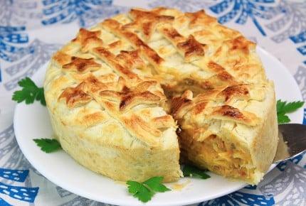 大きなパイを切るとパスタが出てくる!?豪快で楽しい、ご馳走料理!