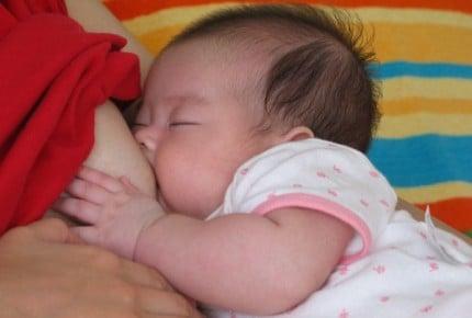【理系育児】第九回 おっぱいがないと眠れない?あまり寝なくてよく愚図ります(1ヶ月)