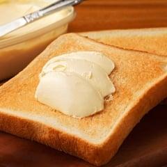 パンに塗るのはバターorマーガリン?「トランス脂肪酸」の摂取で気をつけるべきポイントとは