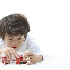 子どもが大きくなって遊ばなくなった「プラレールやトミカ」の行く末は?