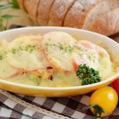 「グラタンのつけ合わせ」はサラダとスープ?ママたちがグラタンと一緒に出すおかずとは