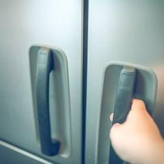 停電のときには冷蔵庫のドアを「開けない」が鉄則!実践したママたちの声